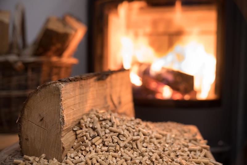 instalar una estufa de pellets en tu hogar
